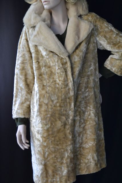 c2d70a81e8edb Details about *Vintage Faux Fur Velvet Coat MEDIUM Big Collar Gorgeous 70's  Dark Cream